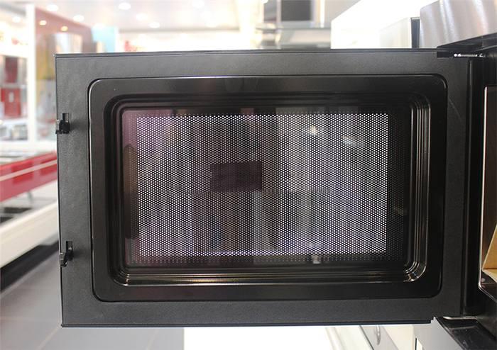 Lò có thiết kế cửa kính trong giúp dễ dàng quan sát thực phẩm bên trong