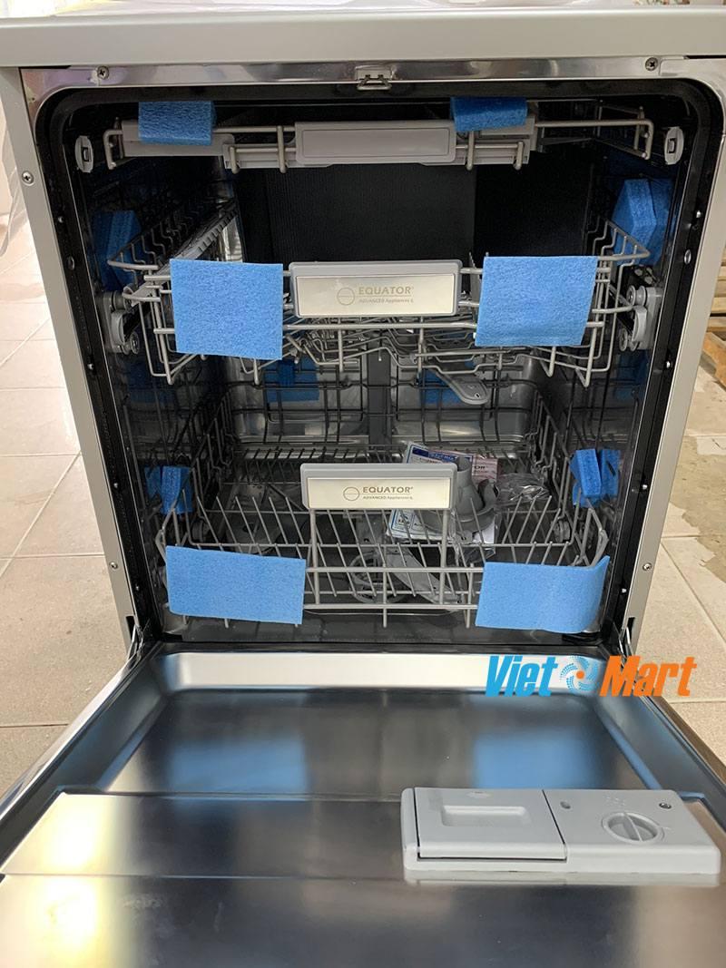 trong lòng máy rửa bát rộng chứa được 15 bộ bát đĩa