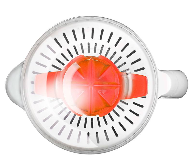 Chỉ cần cho cam quýt vào và ấn à máy tự động vắt, tâm lọc có điều chỉnh lỗ to nhỏ tùy ý